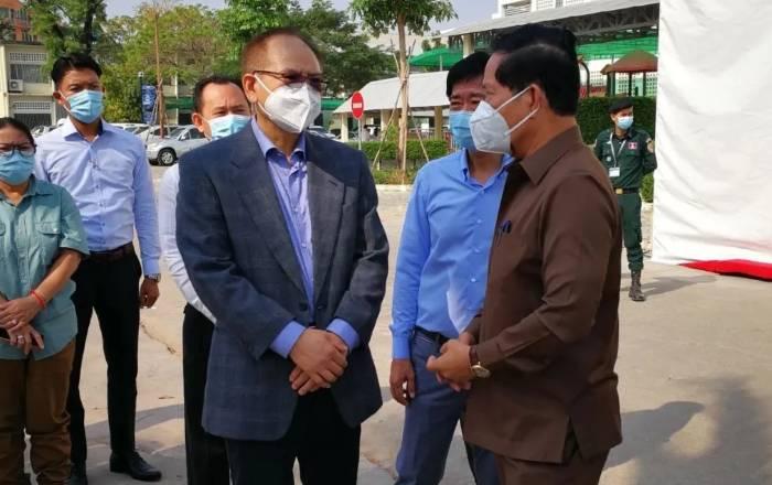 驻柬埔寨使馆看望慰问被隔离和确诊新冠肺炎的中国公民